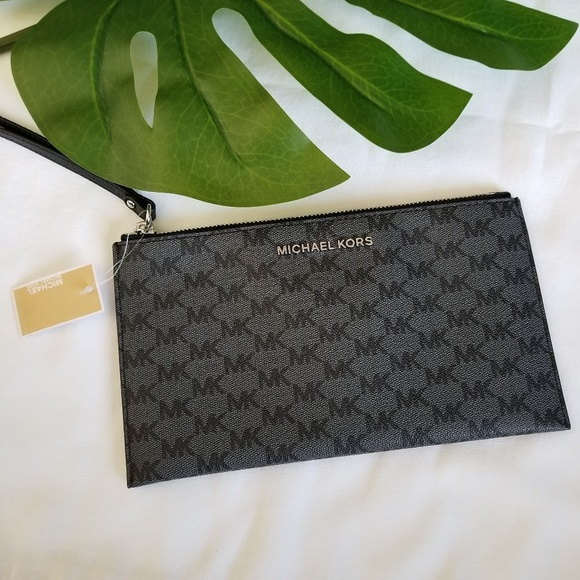 Michael Kors Handbags - ⬇️ Michael Kors • Large Zip Clutch